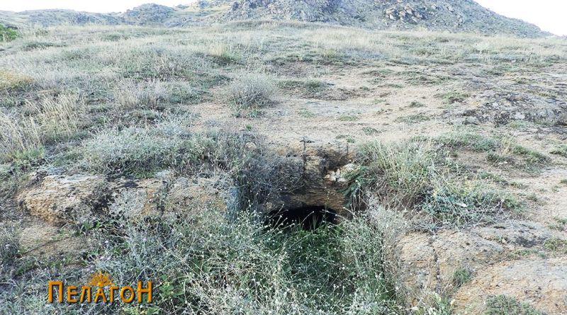 Гробница бр. 1 - засечена во карпестата падина