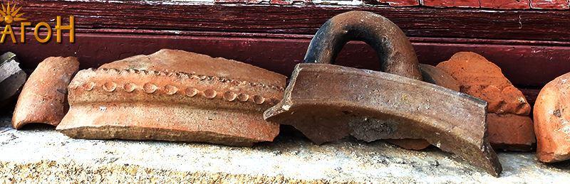 Фрагменти од керамички садови во една од селските куќи