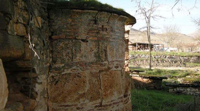 Апсидата од старата црква