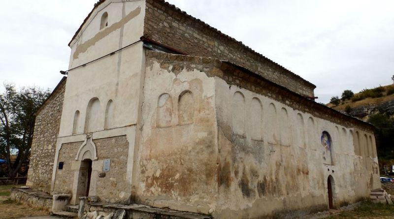 Црквата од југозапад - делот со живопис