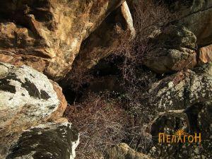 Помала пештера во близина на цртежите