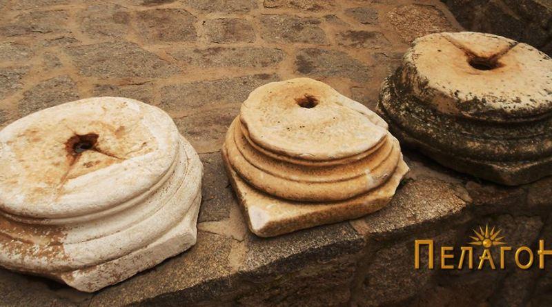 Три антички основи од столбови во манастирскиот двор