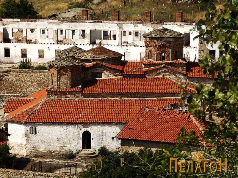 """Поглед на црквата """"Успение на Пресвета Богородица"""" во манастирот од """"Лавот"""""""
