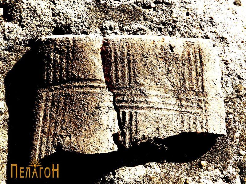 """Фрагмент од украсена тегула или друг керамички предмет кај """"Слонот"""" 4"""