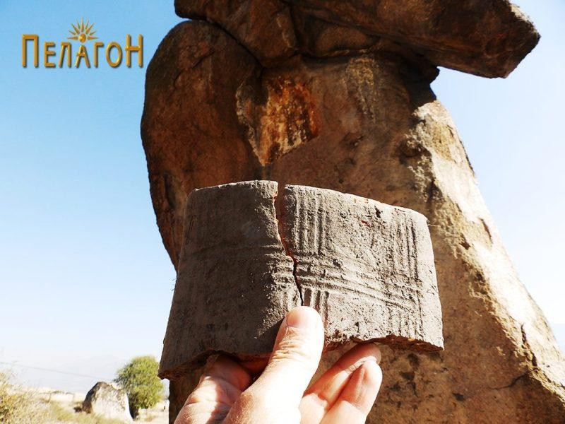 """Фрагмент од украсена тегула или друг керамички предмет кај """"Слонот"""" 2"""