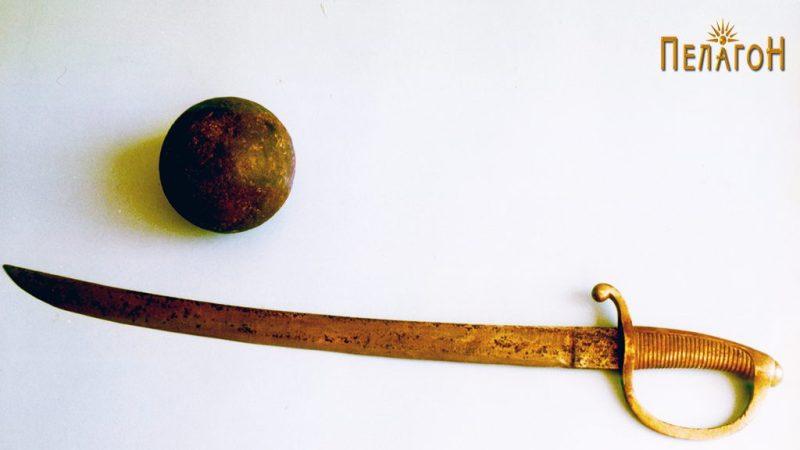 """Сабјата (""""Briquet"""" М–1812) и ѓулето пронајдено на местото на битката"""