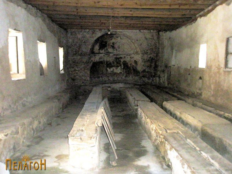 Внатрешниот дел на трпезаријата пред археолошкото истражување