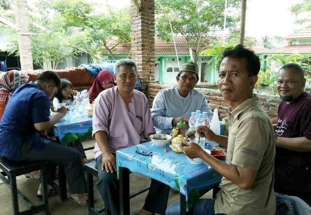 Buka Usaha Bakso Ikan dan Pecak Bandeng, Pondok Pesantren Ulul Albab Cetak Generasi Wirausaha