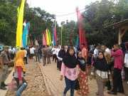 Masyarakat Muruy Menes Antusias Menunggu Kedatangan Presiden Joko Widodo