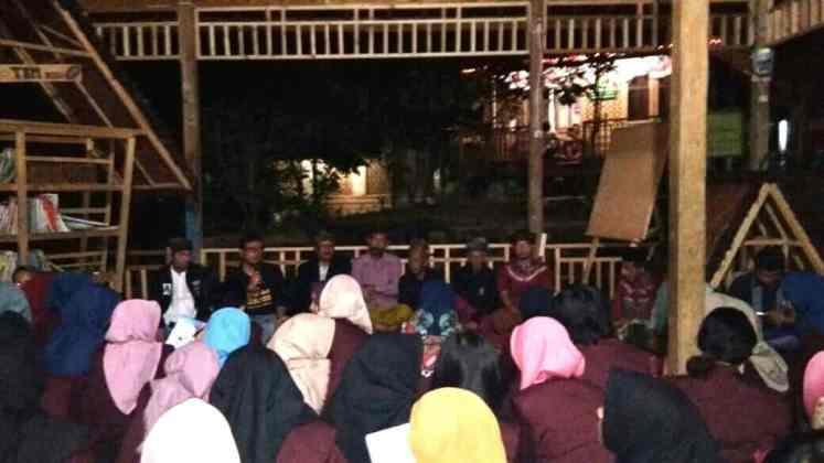 Mahasiswa Untirta Berburu Cerita Rakyat di Desa Adat Cibadak