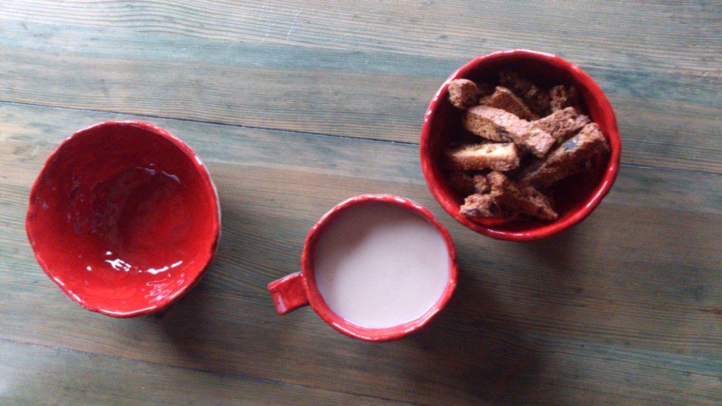 puodelis ir bliūdeliai