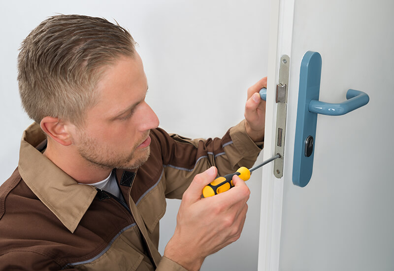 steps to replace a door handle