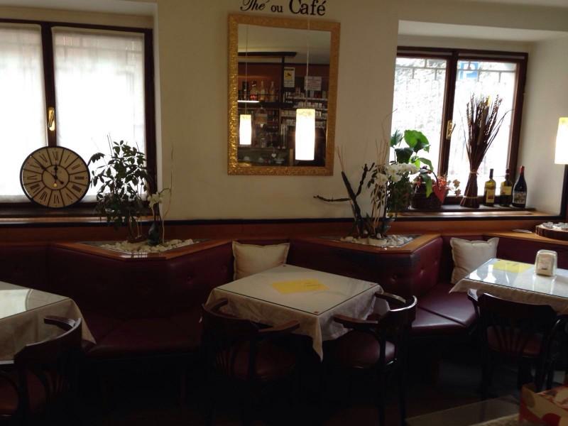 bar-centrale-pellizzano-tavolini