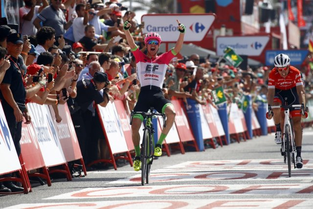 Simon Clarke venceu da fuga na Vuelta! Rudy Molard assumiu a camisa vermelha!