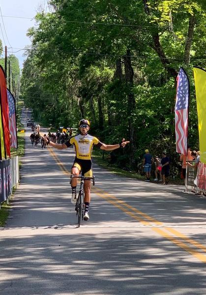 Bombeiro de Araçatuba, ciclista Ben-Hur Sturaro compete nos EUA