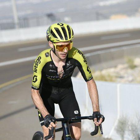 Adam Yates vence no alto de Jebel Hafeet e lidera o Tour aos Emirados Árabes