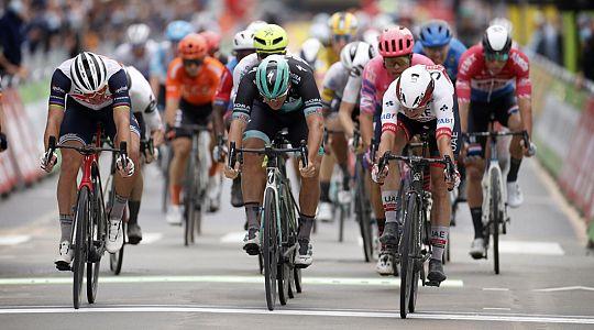 Jasper Philipsen venceu sprint na abertura da BinckBank Tour