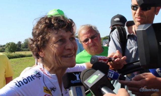 Jeannie Longo vence campeonato regional francês, aos 61 anos de idade.