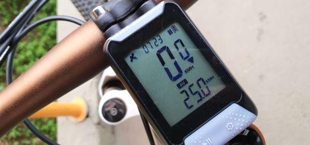 GPS Absolute Nero, intuitivo e compatível com Strava
