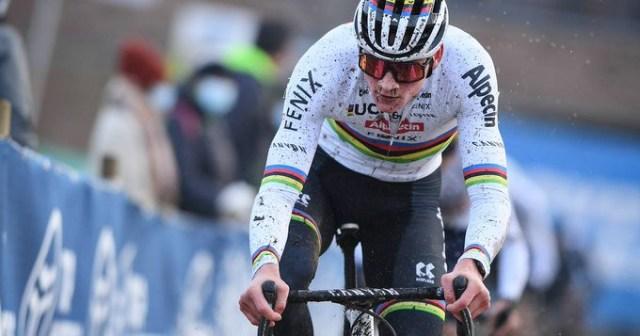 Mathieu Van der Poel vence Copa do Mundo de Cyclocross em Hulst na Holanda