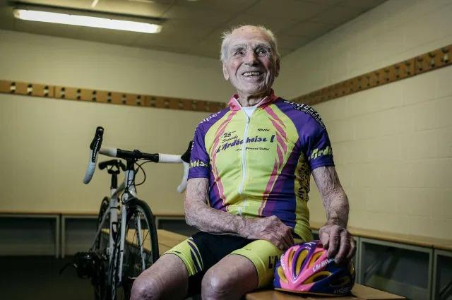 Recordista, ciclista e comunista, Robert Marchand faleceu aos 109 anos de idade.