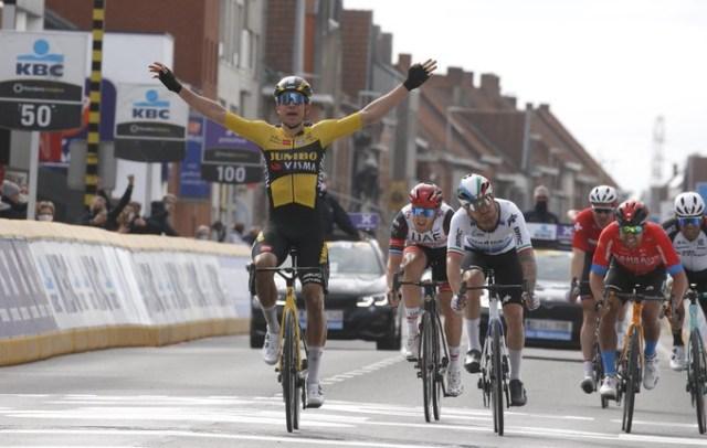 Wout Van Aert vence Gent Wevelgem 2021 - Captura TV