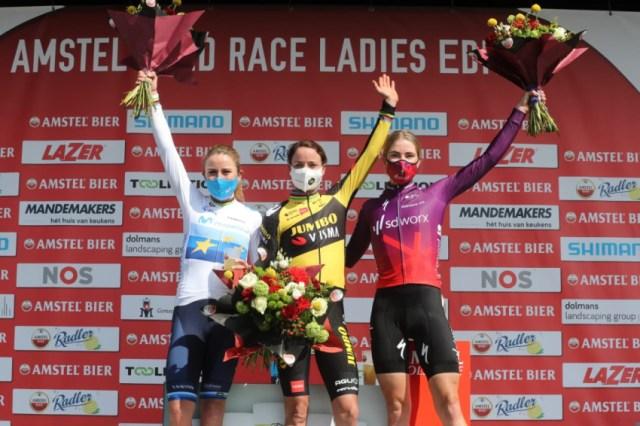 Pódio da Amstel Gold Race Feminina com Marianne Vos, Demi Vollering e Annemiek van Vleuten | Foto divulgação