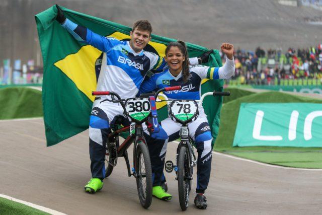 Andinho e Paola Reis comemoram a medalha de prata – foto: Abelardo Mendes Jr/ rededoesporte.gov.br