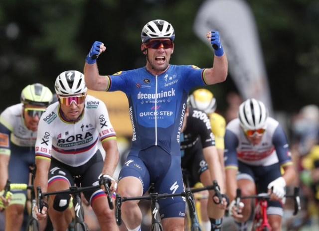 Cavendish vence no Tour de France em chegada espetacular!