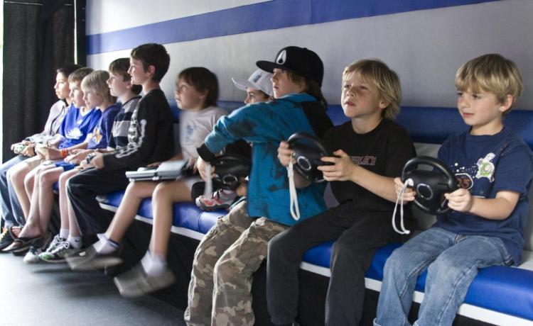 anak-anak main game