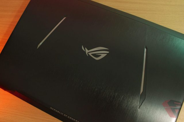 Review Asus ROG Strix GL702ZC LCD Cover Design