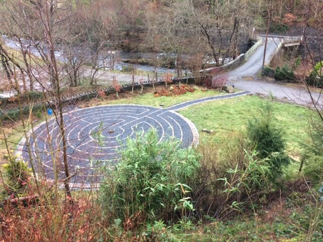 One complete labyrinth and access path