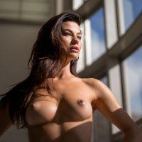 Jenny Watwood posando desnuda para Playboy
