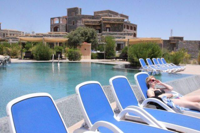 Relaxing at Jebel Akhtar, Oman Photo: Peninsularity Ensues