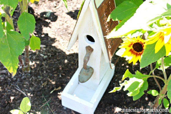 Pallet Wood Birdhouse - penniesintopearls.com - Complete plans on how to make your own birdhouse out of scrap wood you already have, no matter what size.