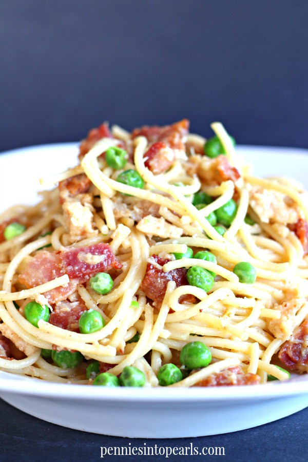 Chicken and Bacon Pasta - penniesintopearls.com - Quick meal for chicken and bacon pasta. Easy dinner idea that tastes like it's straight from the restaurant. Chicken and bacon pasta is the perfect dinner idea tonight!