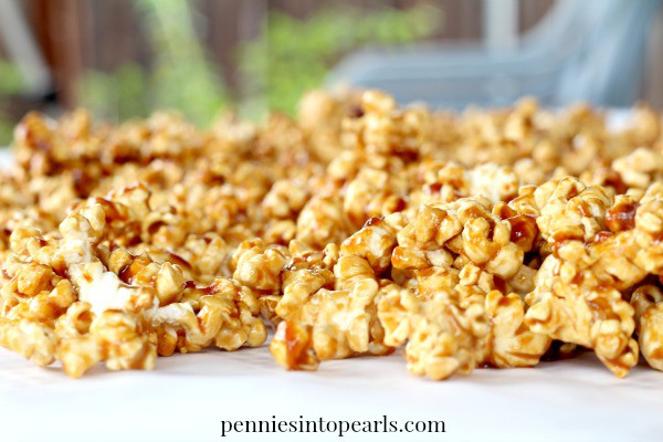 Easy Homemade Caramel Popcorn -penniesintopearls.com - This recipe for easy caramel popcorn really is easy and tastes perfect! This crunchy homemade caramel popcorn recipe is the best!
