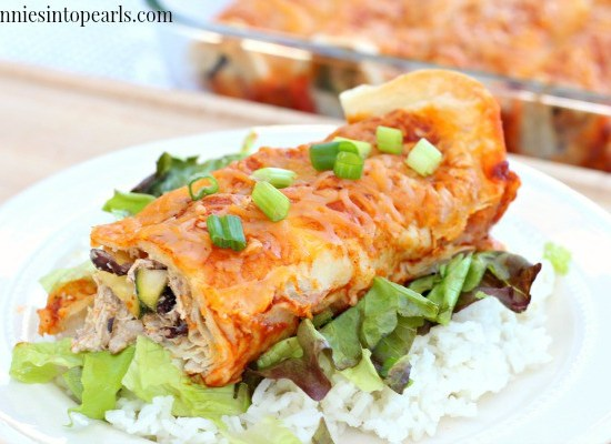 Easy Healthy Enchiladas Recipe - Love how quick this healthy enchiladas recipe is. Quick healthy dinner idea for making healthy enchiladas.