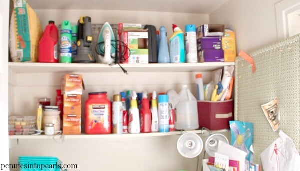 No matter which space you are looking to organize, these Dollar Store Organizing Ideas will help you get the job done in less than 30 minutes! The Dollar Store is the perfect place to find everything you need to get your home organized… IF you know what to look for! Here are 6 Organizing Tips to help you get the job done fast and cheap!