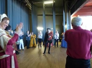 bal Renaissance auquel le public a été convié et initié à la fin du spectacle