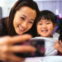 Alguns motivos para você não postar foto de seus filhos nas redes sociais
