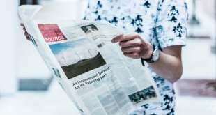 איש קורא עיתון