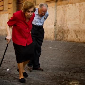 Šetnja nakon jela sprečava padove kod starijih