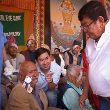 Jeftino i brzo vraćanje vida osobama sa kataraktom, moguće je – u Nepalu