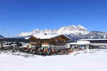 Skihütte mit Blick auf den Wilden Kaiser