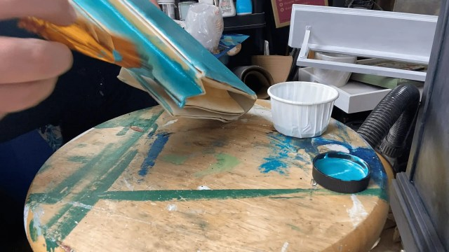 Painting the yellowed bottom