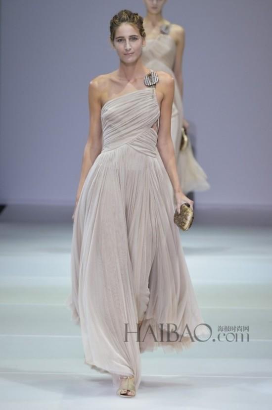喬治·阿瑪尼 (Giorgio Armani) 2015春夏女裝秀【15】--時尚--人民網