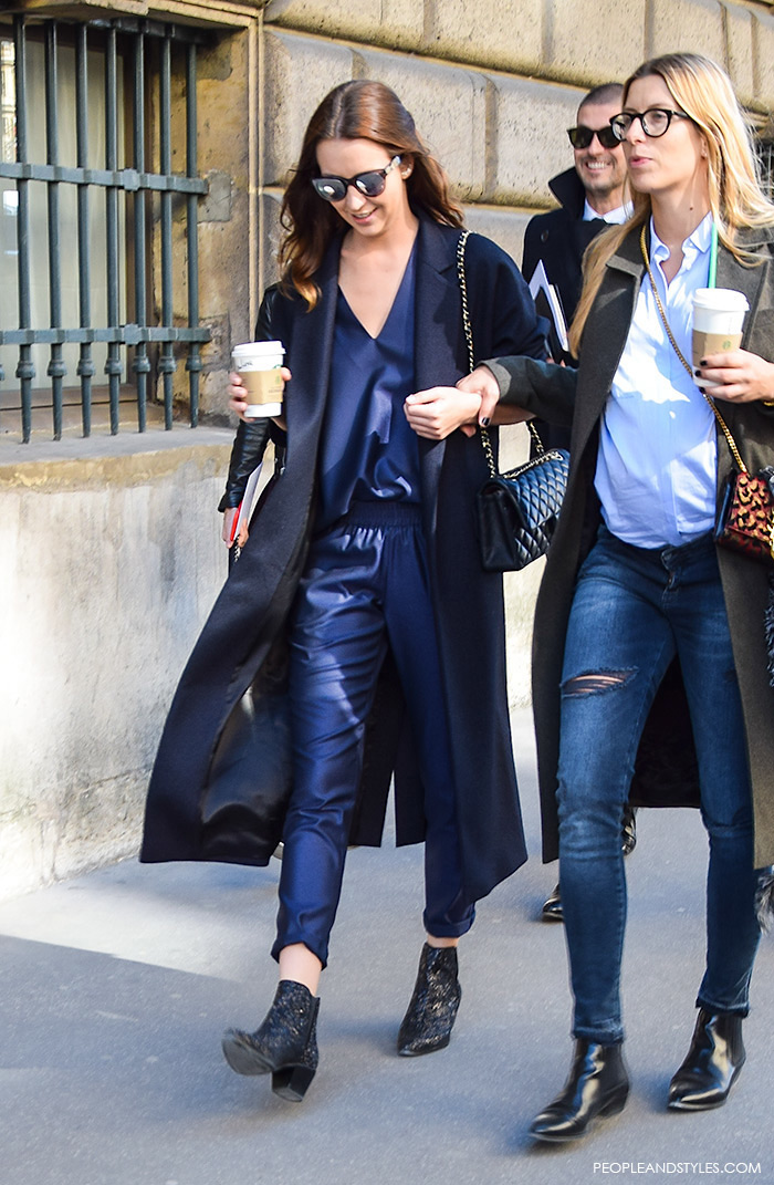 Here is a very fashionable street style look with a navy jumpsuit