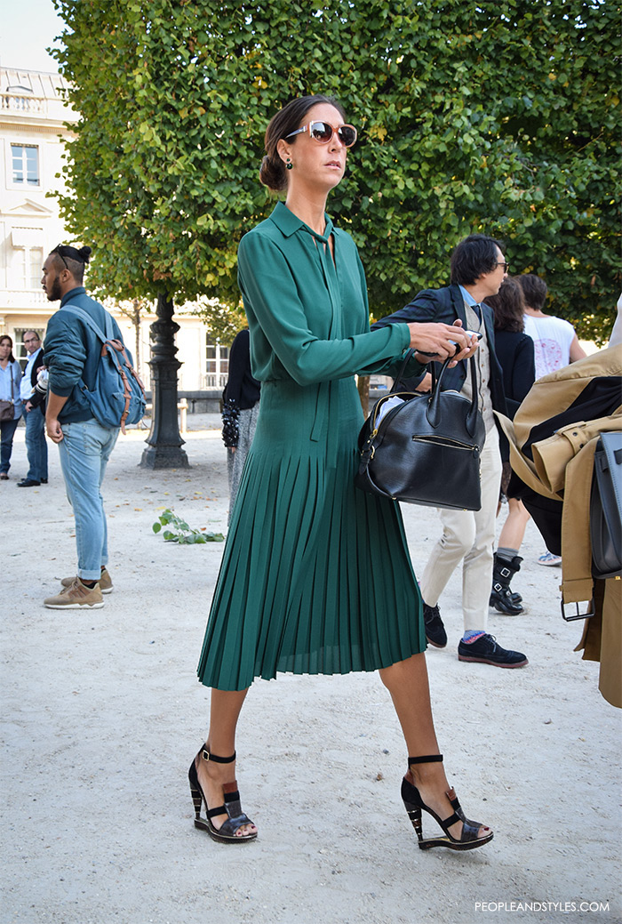 top street fashion blogs, fashion styling tips, wear to work green midi dress