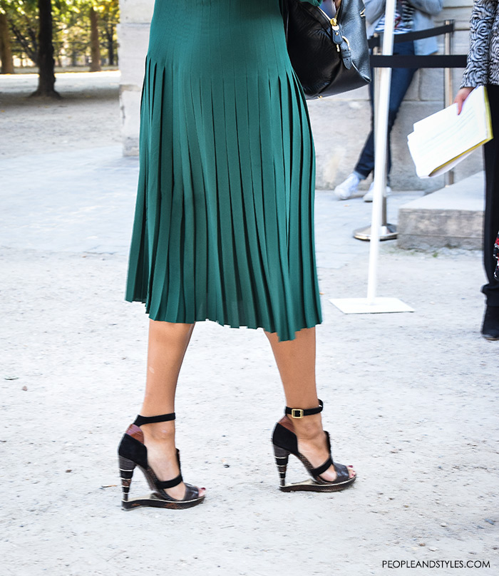 top street fashion blogs, fashion styling tips, wear to work green midi dress